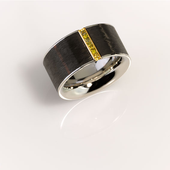 Ring - Platinum 950/-, Gold 750/-, Carbon - 7 Diamonds - princess cut 0,15ct