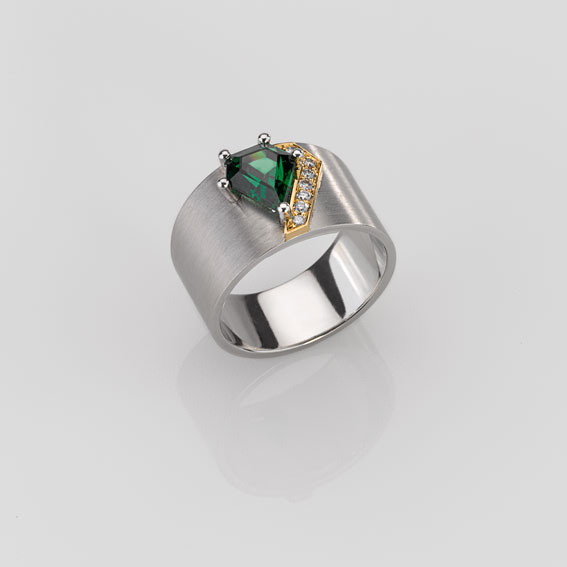 Ring Platinum 950/-, Gold 750/- 1 Tsavorite 1,948ct 7 Diamonds - brilliant cut 0,09ct