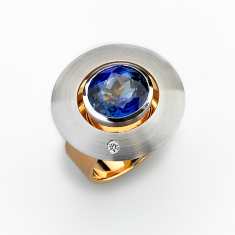 Ring Gold 750/-, Platinum 950/- 1 Tanzanite 7,22ct 1 Diamond - brilliant cut 0,042ct