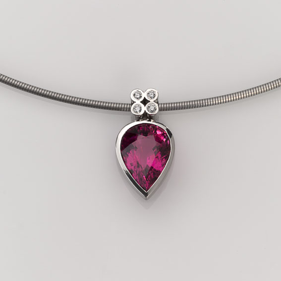 Pendant Platinum 950/- 1 Tourmaline 15,71ct 4 brillant cut 0,06ct