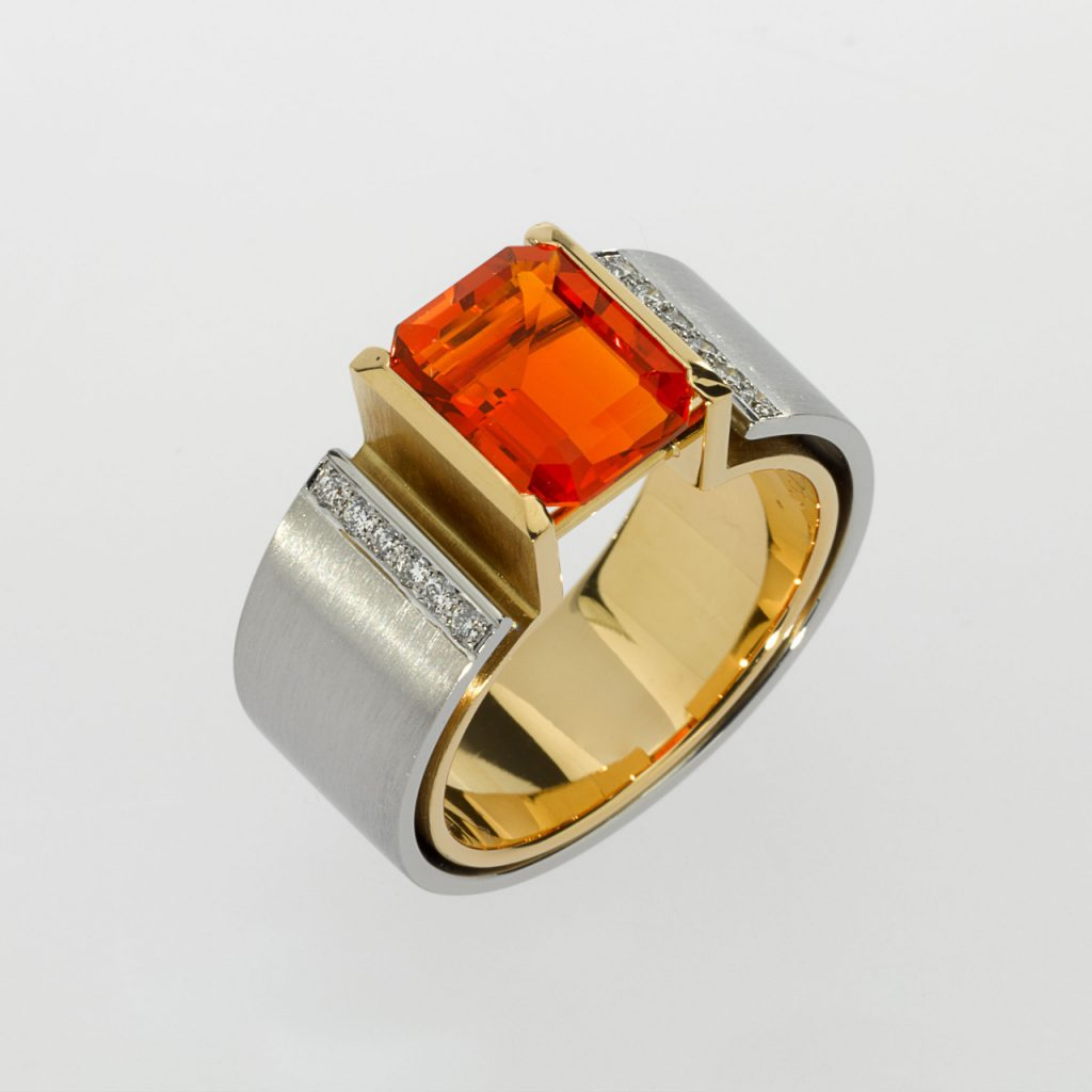 Ring Gold 750/-, Platinum 950/- 1 Fire opal 2,3ct 12 Diamonds - brilliant cut 0,124ct