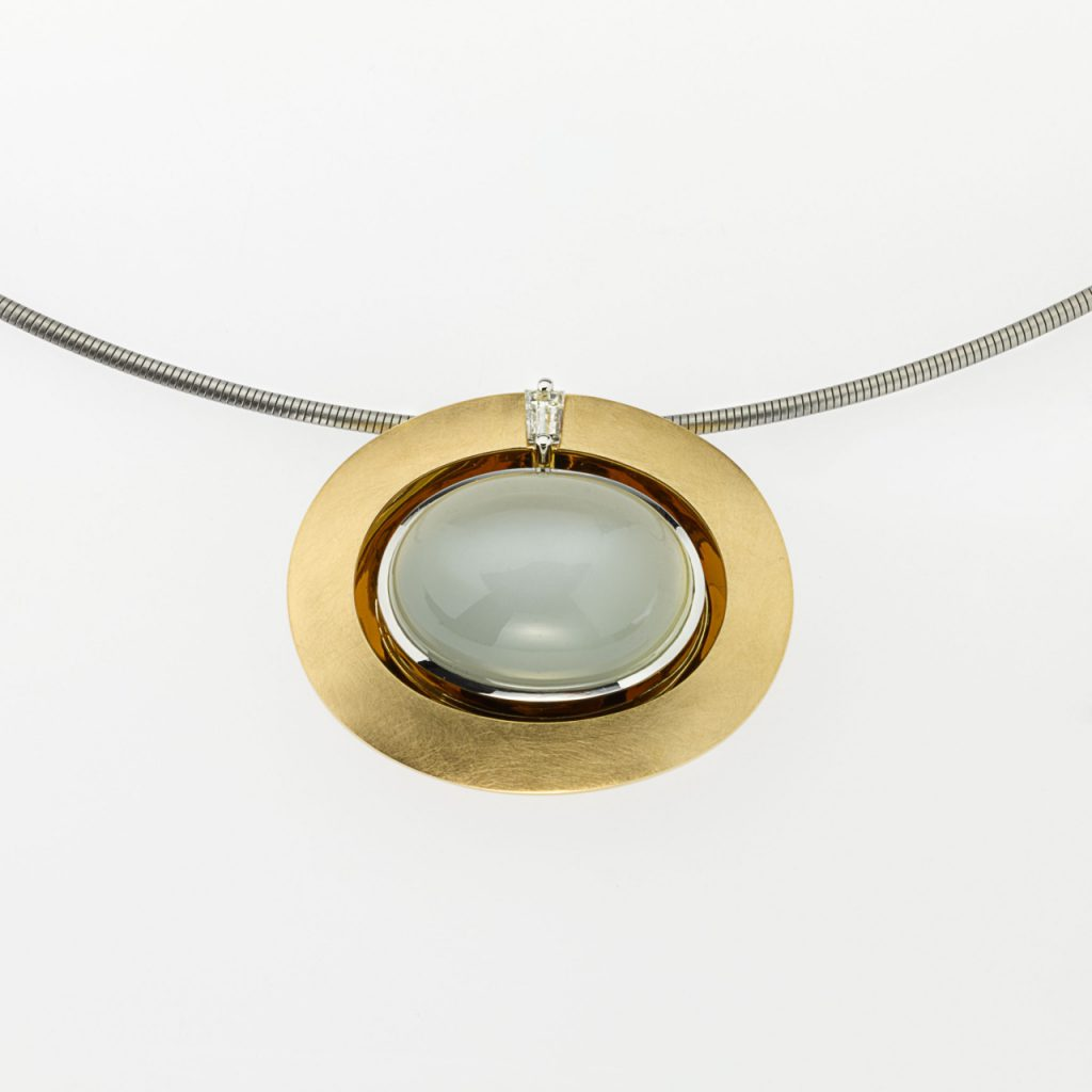 Pendant Gold 750/-, Platinum 950/- 1 Moonstone 17,29ct 1 Diamond-Taper 0,154ct