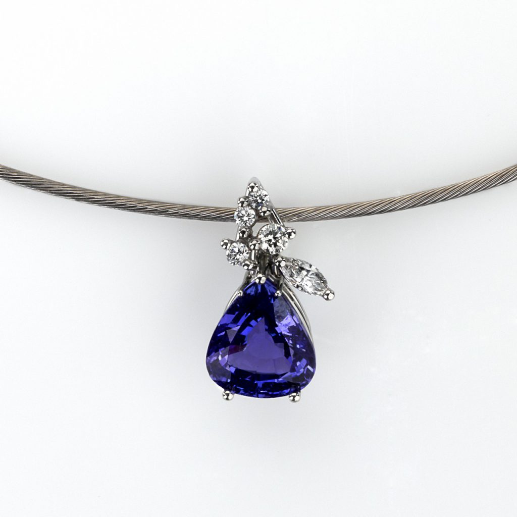 Pendant Platinum 950/- 1 Tanzanite 3,86ct 1 Diamond-Navette 0,118ct 4 Diamonds - brilliant cut 0,132ct