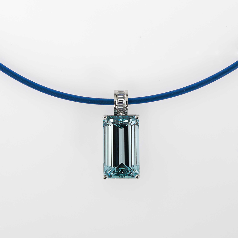 Pendant Platinum 950/- 1 Aquamarine 15,55ct 4 Diamond-Baguettes 0,264ct