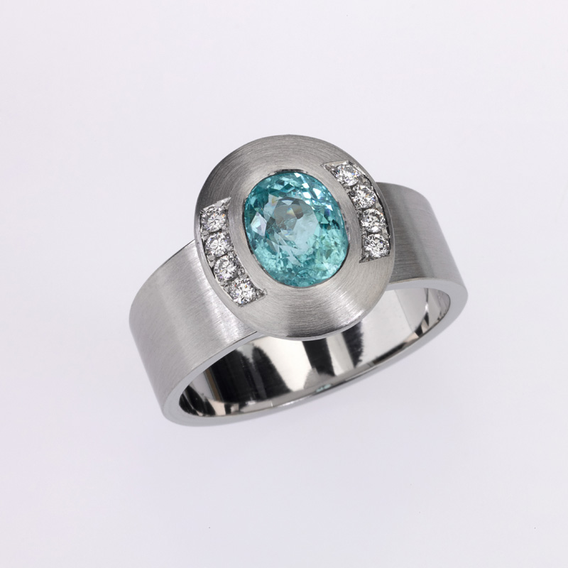 Ring Platinum 1 Paraiba-Turmalin 1,79ct 8 Diamonds brilliant cut 0,12ct