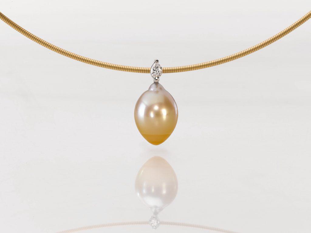 Pendant Platinum 950/- 1 south sea pearl 1 Diamond - pear shape 0,12ct