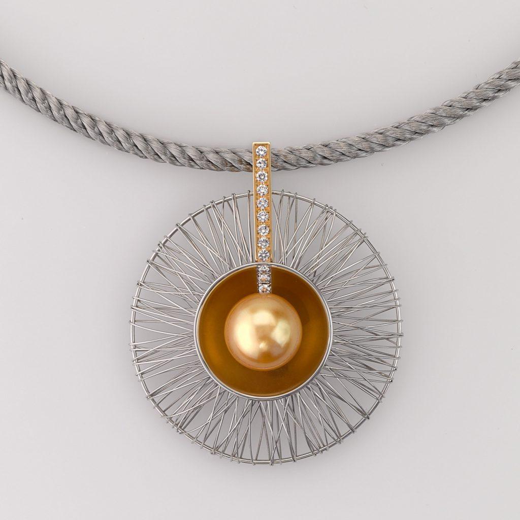 Pendant Gold 750/-, Platinum 950/- 1 Southsea pearl 12 Diamonds 0,225ct