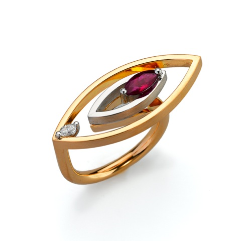 Ring Gold 750/-, Platinum 950/- 1 Ruby 0,50ct, 1 Diamond - Marquise cut 0,08ct