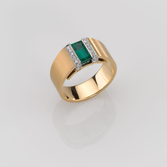 Ring Gold 750/-, Platinum 950/- 1 Emerald 1,17ct 18 Diamonds - brilliant cut 0,21ct