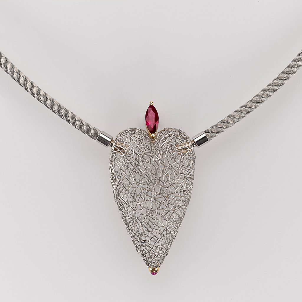 Pendant Gold 750/-, Platinum 950/- 1 Ruby 1,03ct 1 Ruby-Cabochon 0,09ct