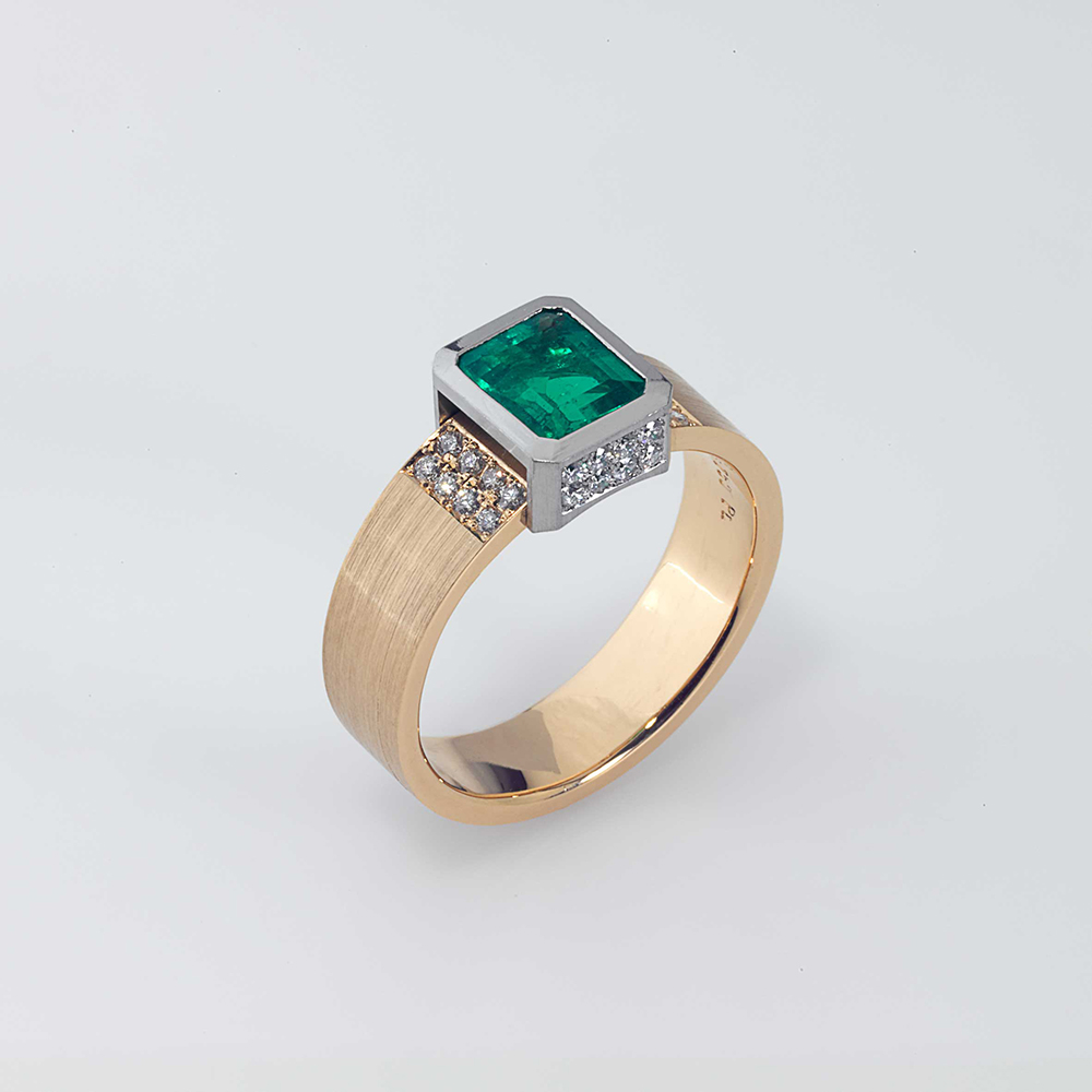Ring Platinum 950/- Gold 750/- 1 Emerald 0,99ct 32 Diamonds - brilliant cut 0,30ct