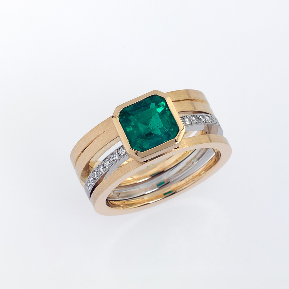 Ring Gold 750/-, Platinum 950/- 1 Emerald 1,93ct 14 Diamonds - brilliant cut 0,14ct
