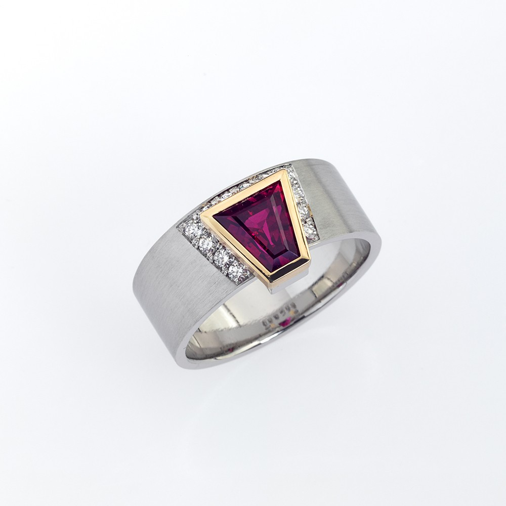 Ring Platin 950/- Gold 750/- 1 Rubin 1,58ct 12 Brillanten 0,232ct