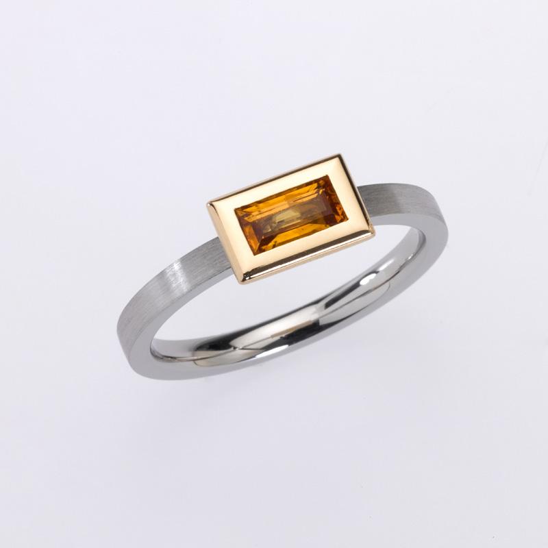 Ring Platin/Gold 1 Saphir-Baguette (gelb)