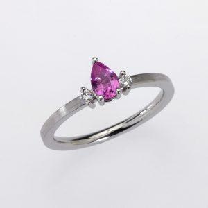 Ring Platinum 1 Sapphire pear shape (pink) 2 Diamonds brilliant cut