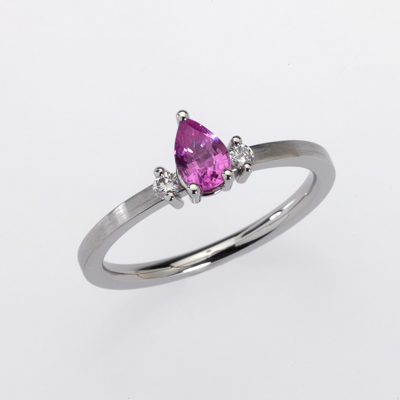 Ring Platinum 1 Sapphire pear shape (pink) 2 Diamonds brilliant cut