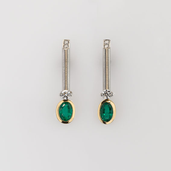 Earrings Platinum 950/-, Gold 750/- 2 Emeralds 0,698ct 6 Diamonds brilliant cut 0,17ct