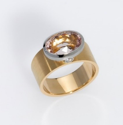 Ring Gold 750/-, Platinum 950/- 1 Morganite  2 Diamonds - brilliant cut