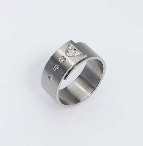 Ring Platinum 950/- 5 Diamonds