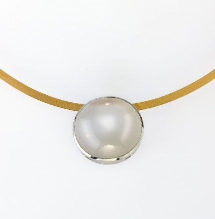 Necklace Platinum 950/-, Gold 750/- 1 Moonstone 29,34ct