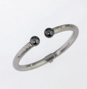 Armreif Platin 950/- 2 Tahiti-Perlen / Brillianten